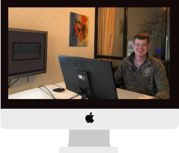 webdesigner Gilles op kantoor Meij Webdesign